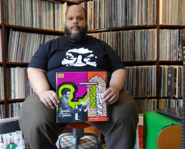 Ed Motta at home with vinyl