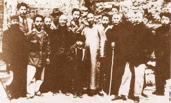 Y Quan Master Wang Zhangzhai (cenre)
